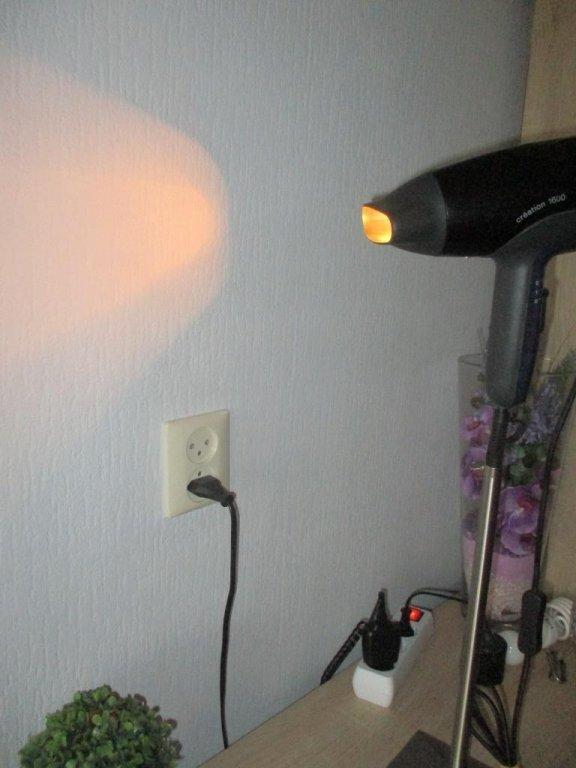 Gebruiksvoorwerpen 9.8. Een haarföhn omgebouwd tot een unieke kunst staande lamp