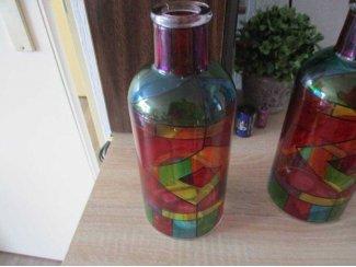 2vazen met gekleurd glas in lood opgelegd