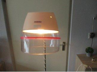 Droogkap als decoratie lamp, een unieke kunst staande lamp