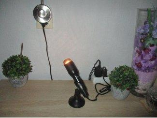 Zwarte microfoon omgebouwd tot een unieke kunst staande lamp