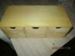 Tee kistje van hout kan ook hangen met 3 laatjes
