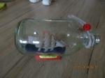 Schip in fles, schip in glazen box, schip op standaard