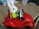decoratie stenen wagen met konijntje