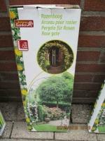 buiten rek/bogen en voor planten er tegen aan te laten groei