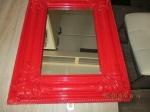 antieke bewerkte spiegel, mooi rode lijst en bewerkt