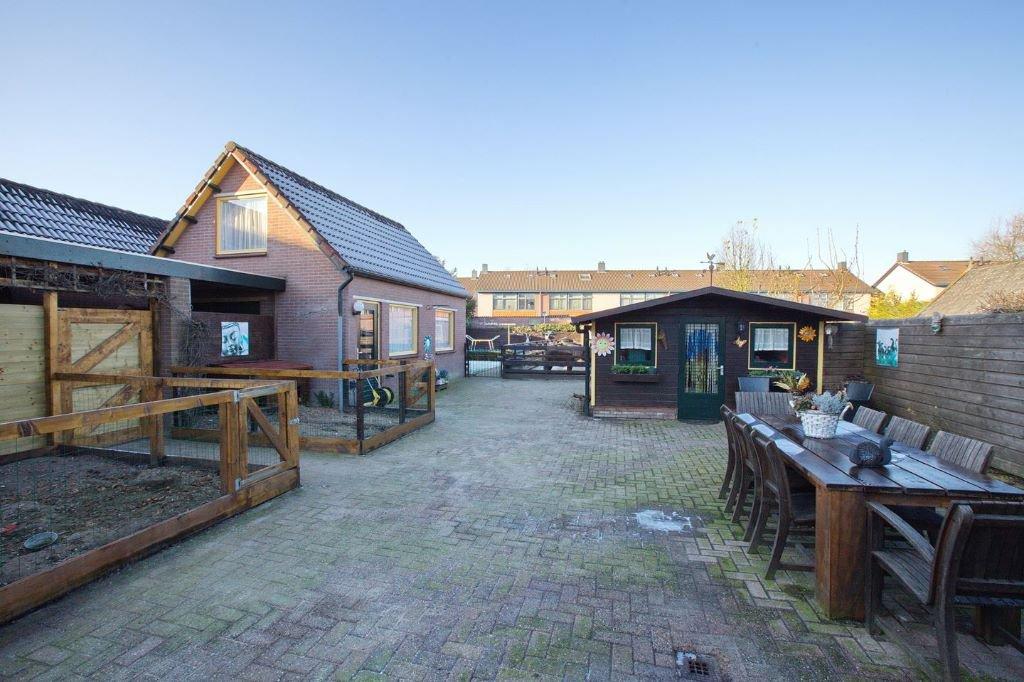 Huis met vrijstaande garage royale tuin met ingebouwd for Te koop inbouw zwembad